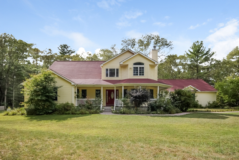 House of the Week: An open, airy Colonial in a secluded setting