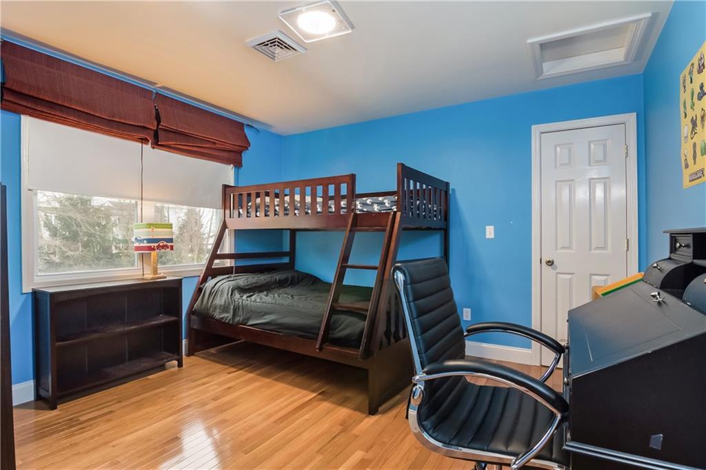 Additional photo for property listing at 11 Roseneath AV, Newport, Rhode Island  Newport, Rhode Island,02840 United States