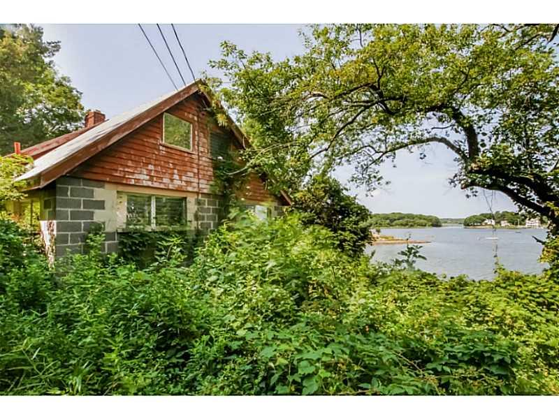 125 Kenyon Farm Road, Narragansett