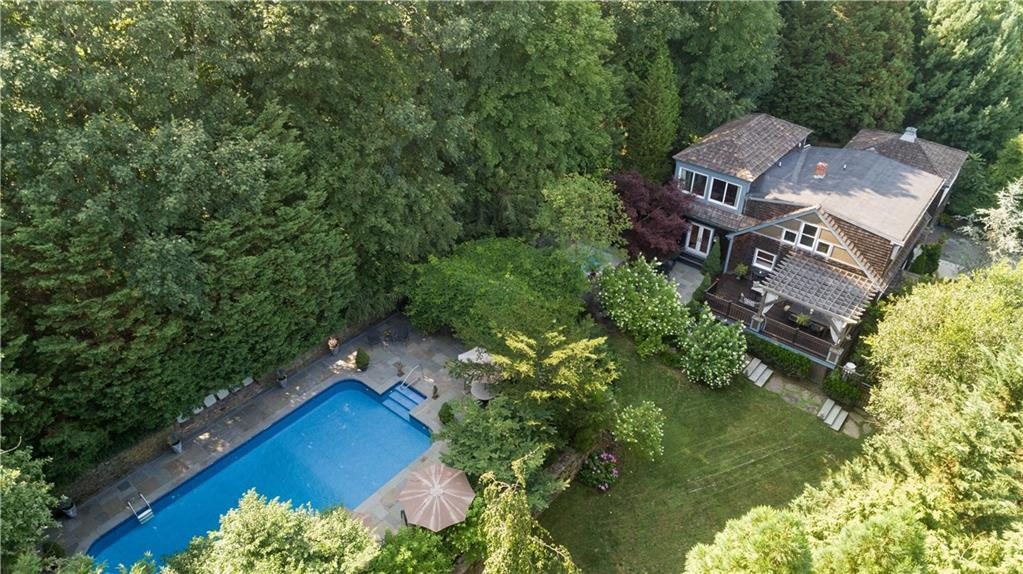 102 Green End Avenue, Middletown