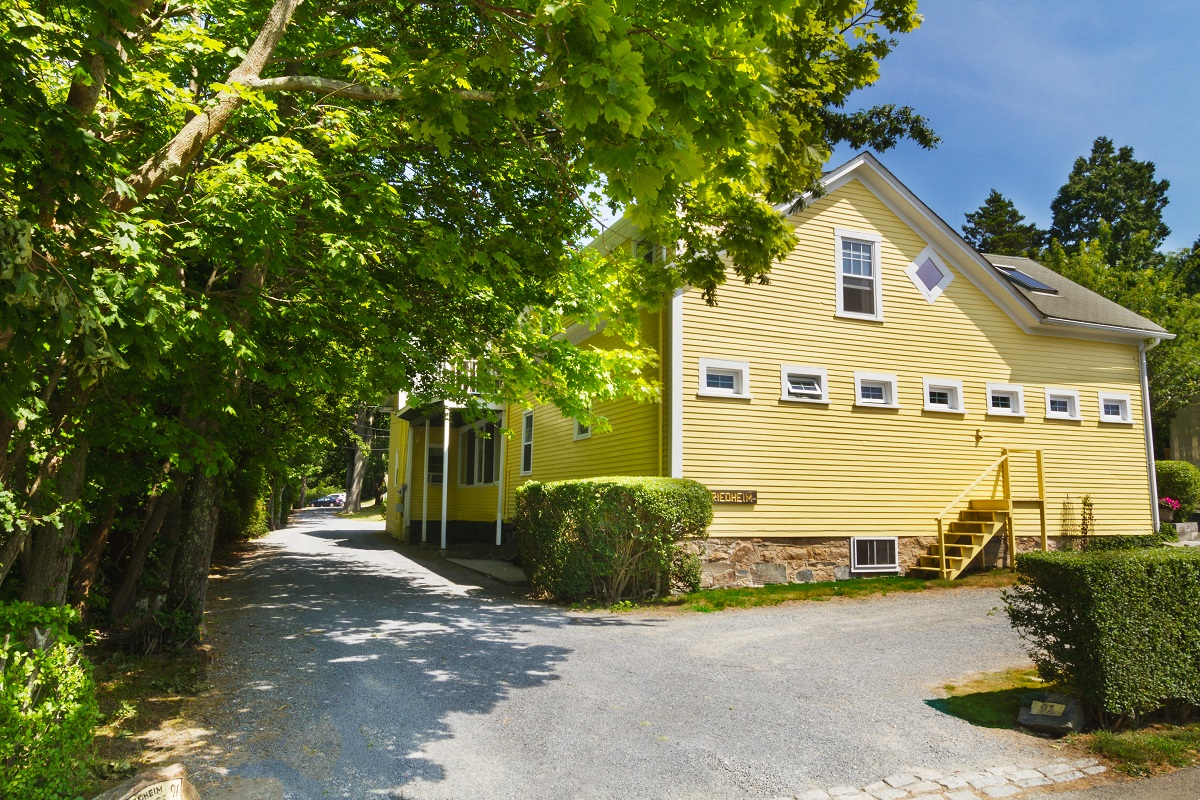 NEWPORT CARRIAGE HOUSE  SELLS FOR $1.125M