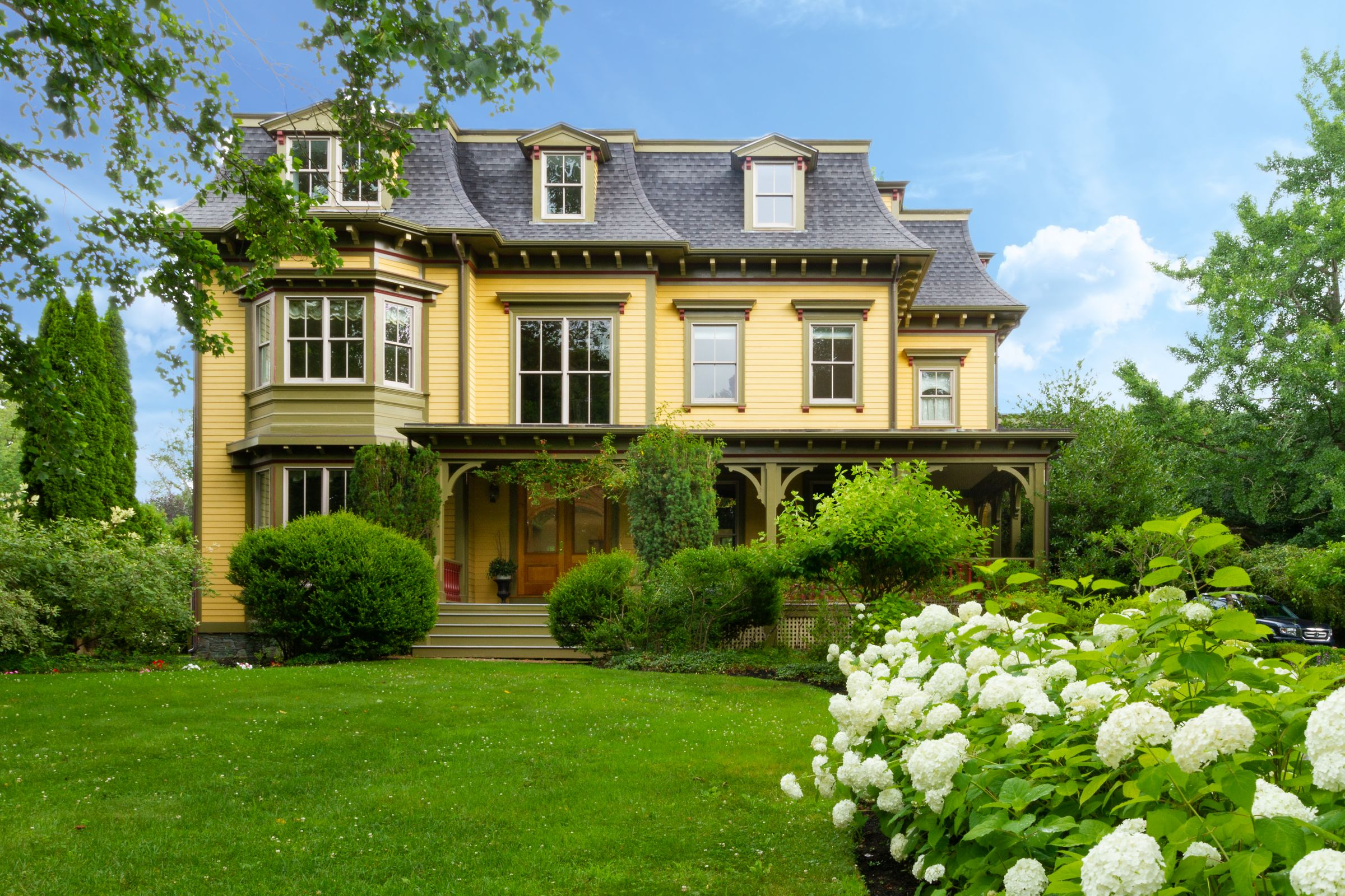 McCollough Of Mott & Chace And Toppa And Moore Of Lila Delman Sell 104 Old Beach Road For $2.1 million