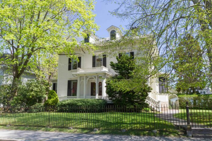 Thursby And Tollefson Of Lila Delman Sell 27 Kay & 0 Kay Sts. For $2.395m