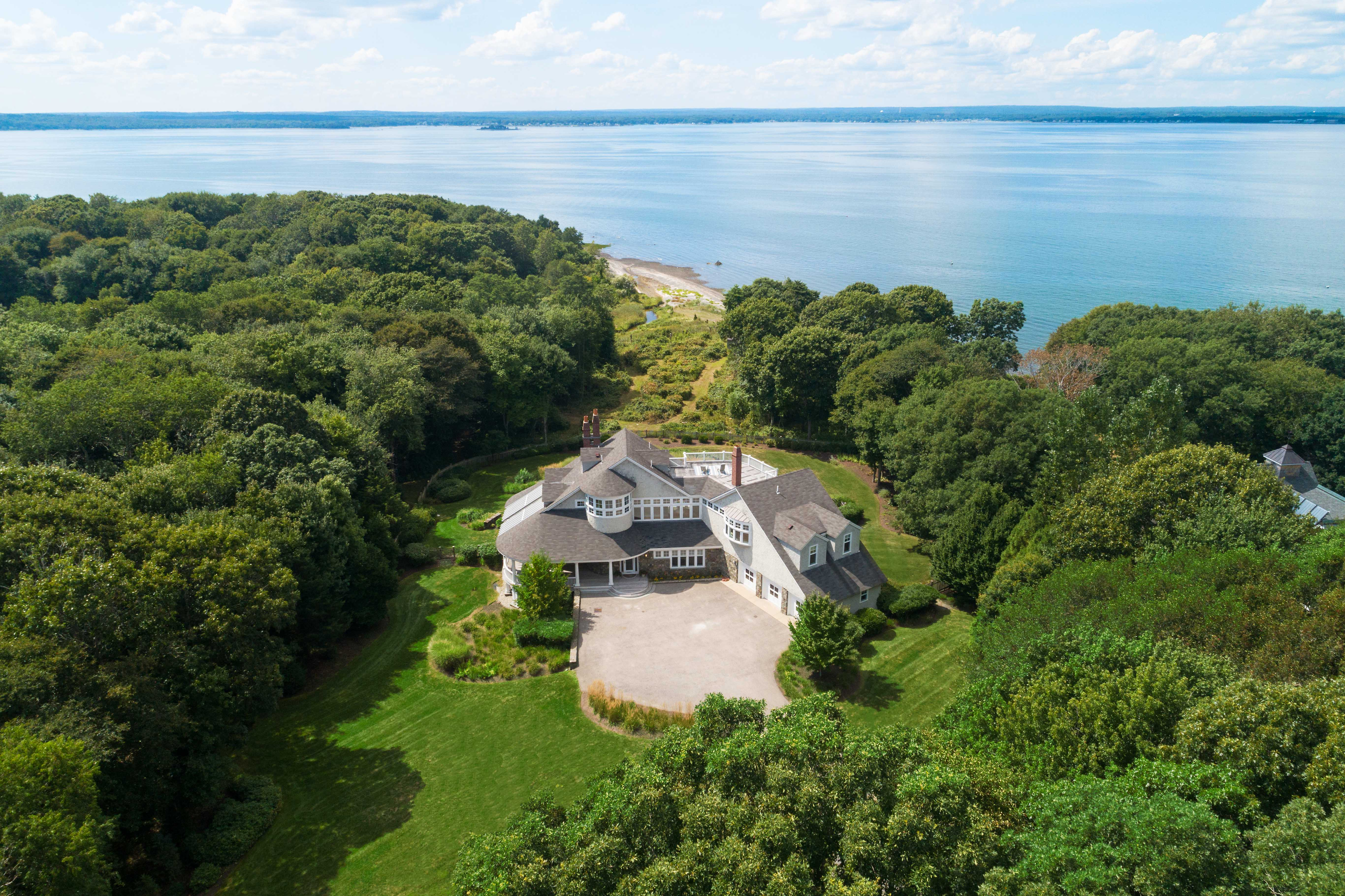 CYNTHIA MORETTI OF LILA DELMAN REAL ESTATE SELLS 'WEST VIEW', MARKING A TOP SALE IN JAMESTOWN FOR 2019