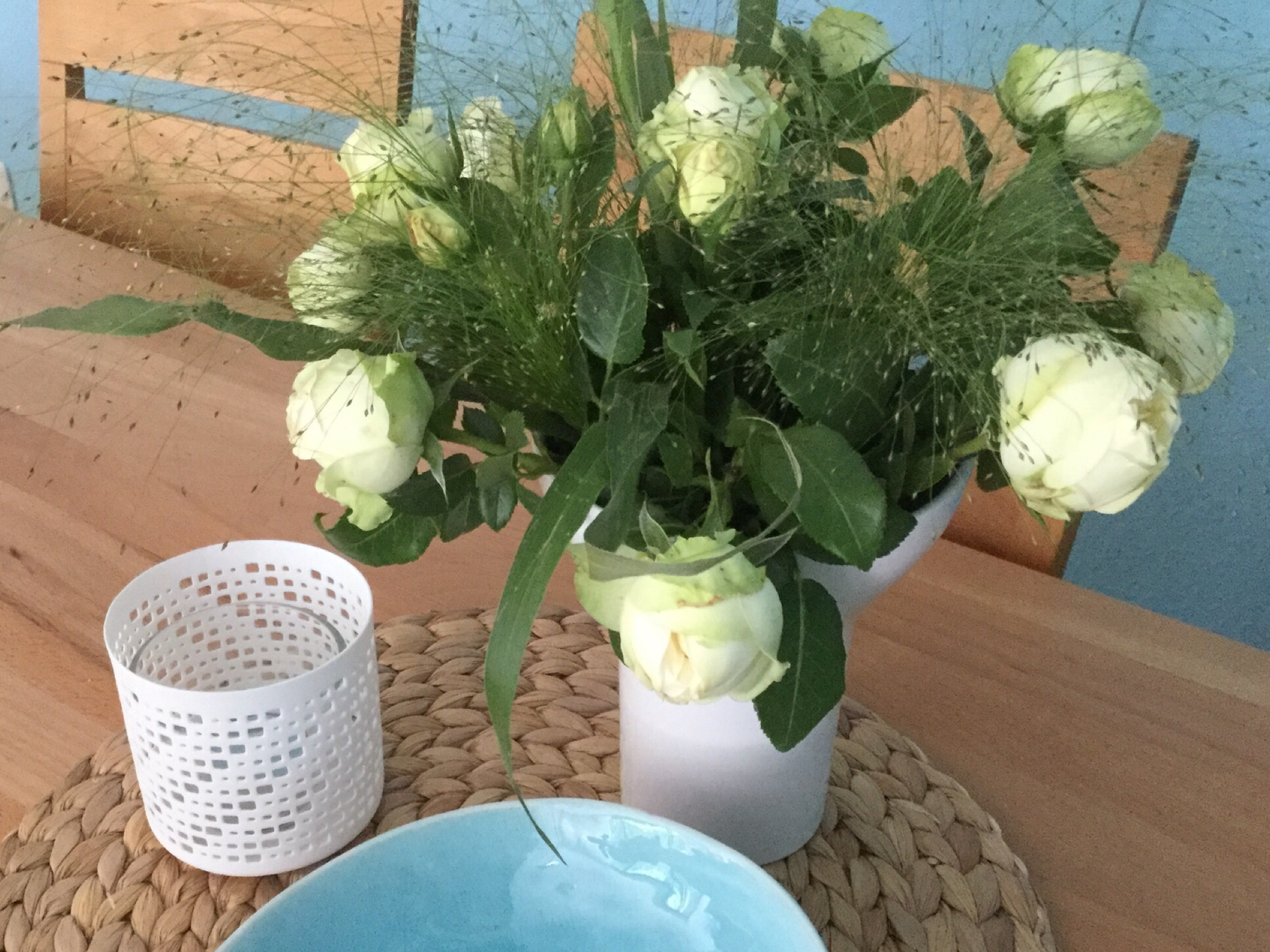Friday-Flowerday – oder – Weiße Rosen und Meer