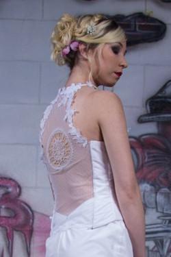 Dos en frivolité de la robe de mariée