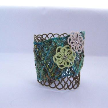 Tatting and bobbin lace bracelet