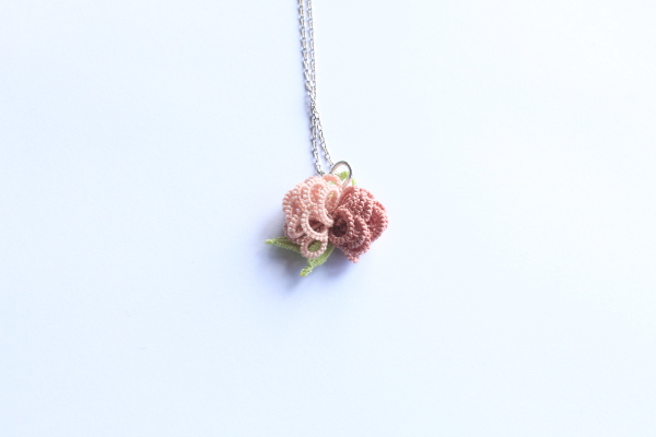 Frivolité toute en fleurs