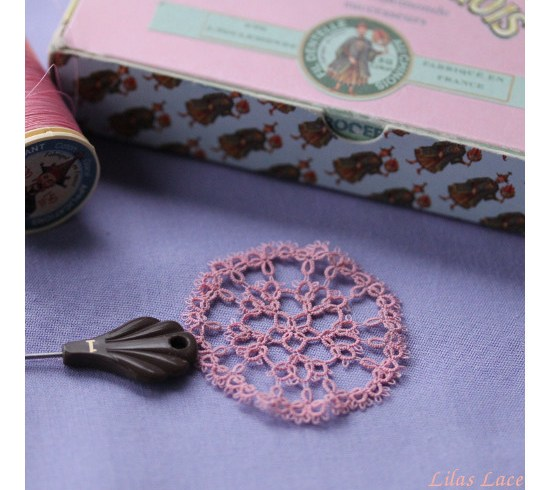 Thin tatting lace