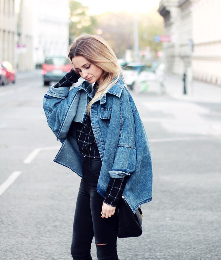 sheinside denim jacket stradivarius black pants blonde blogger lilis vienna street syle city fashion parfios black bag casual minimalistic style photoblog style blogger 11