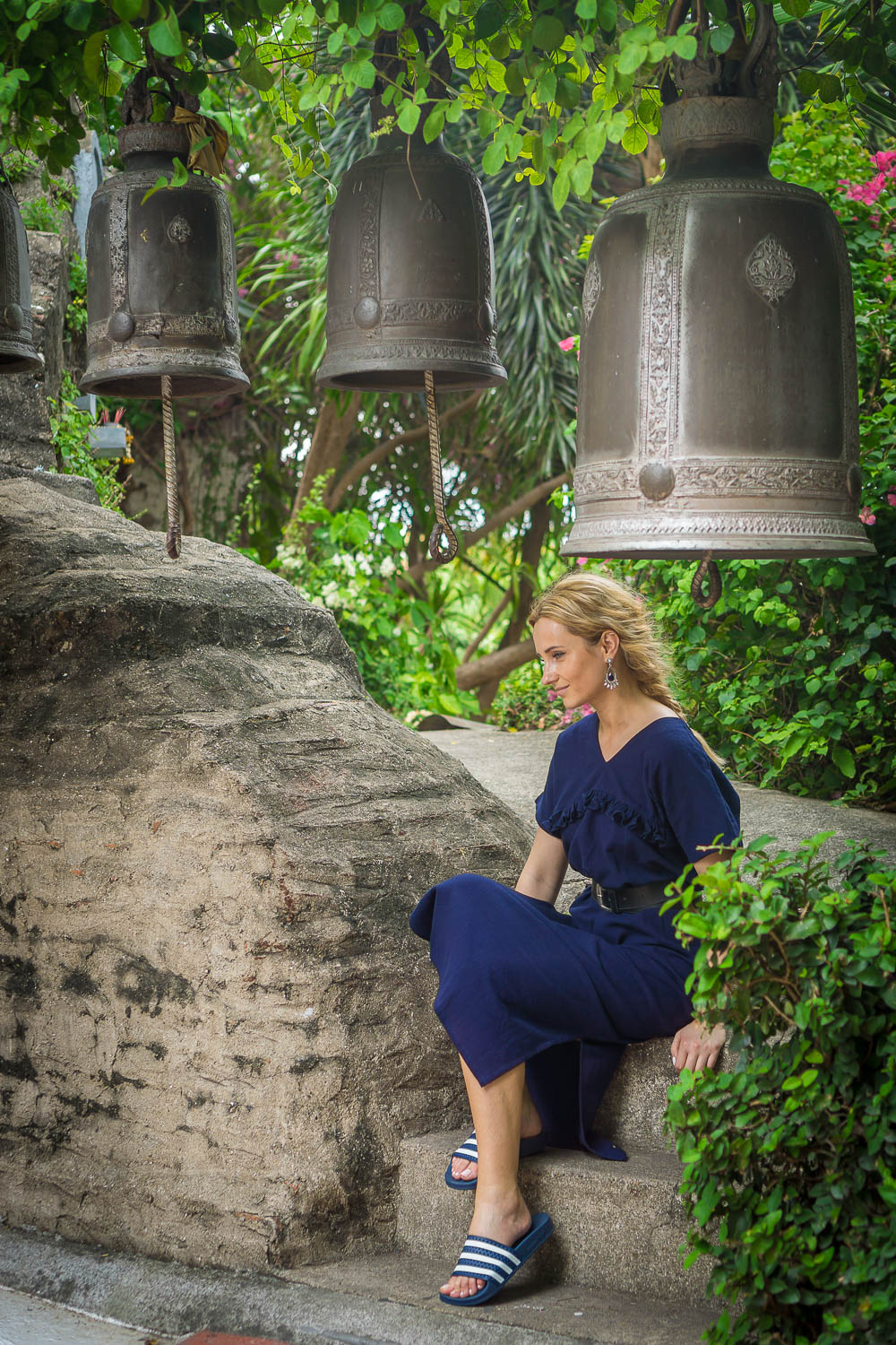 blonde girl travel style, Bangkok temple