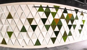 interior design moss wall project white triangles ogrod wertykalny
