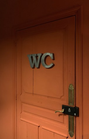 wc porte bois rouge restaurant