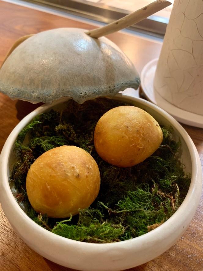 superbe bol en céramique Cyril Dennery avec mousse et amuses bouches