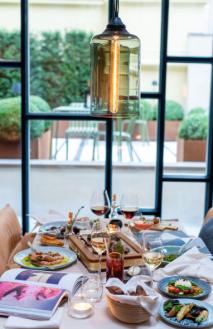 table repas hôtel de luxe