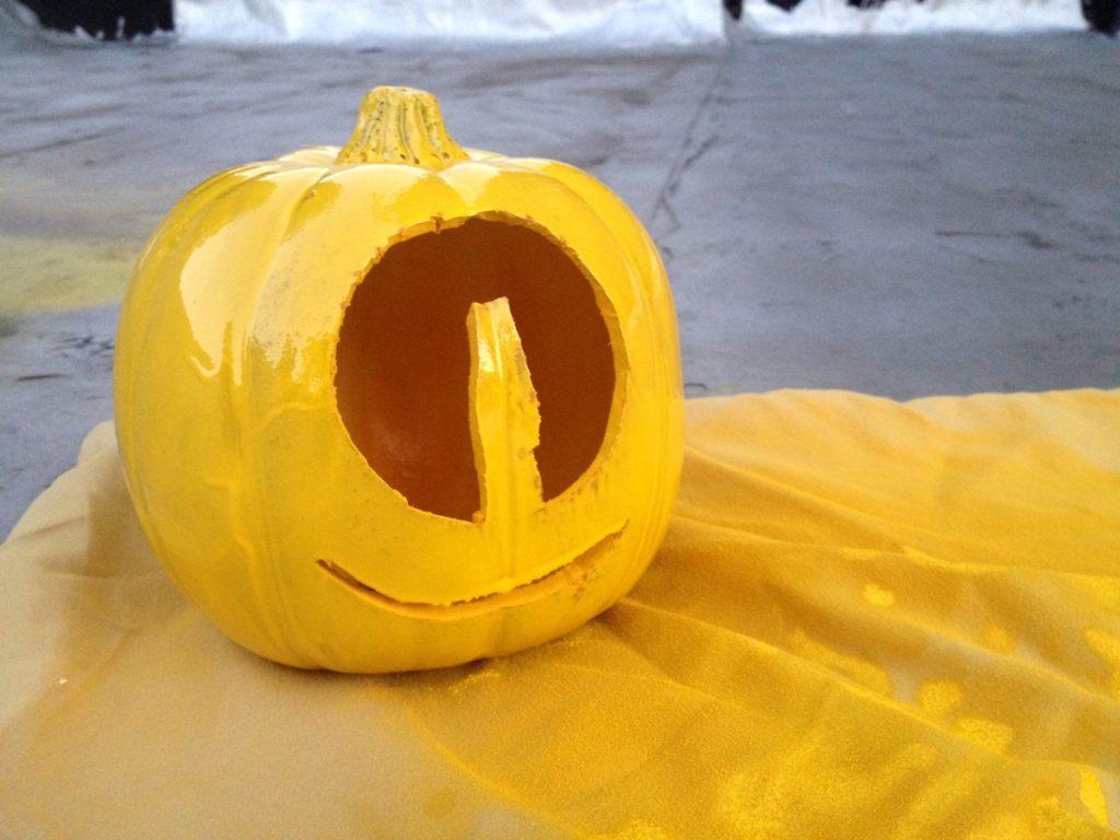 Minion Pumpkins: Halloween DIY