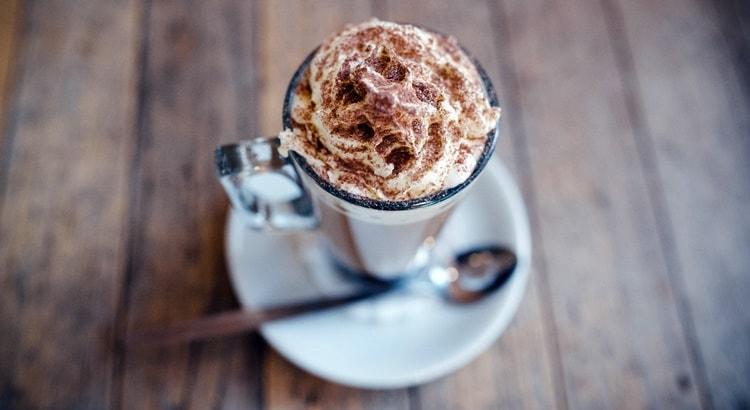 Bevande calde invernali cioccolata