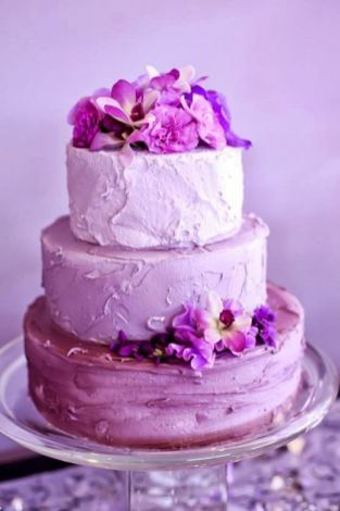 Wedding cake radiant orchid