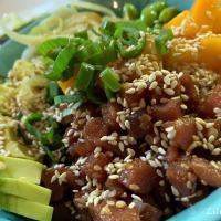 Ricetta della poke bowl, il piatto hawaiano con tonno e salmone