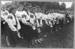 Le donne ucraine con il loro vestito tradizionale ai tempi del collaborazionismo con il nazismo.