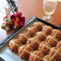 All-year-round healthier spiced spelt hot cross buns recipe!