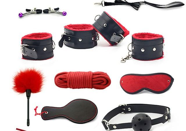 10-pcs-BDSM-Bondage-Sex-Kit-En-Cuir-Menottes-Fetish-8-pcs-Adultes-Restrictions-Bondage-Vibrateur.jpg_640x640.jpg
