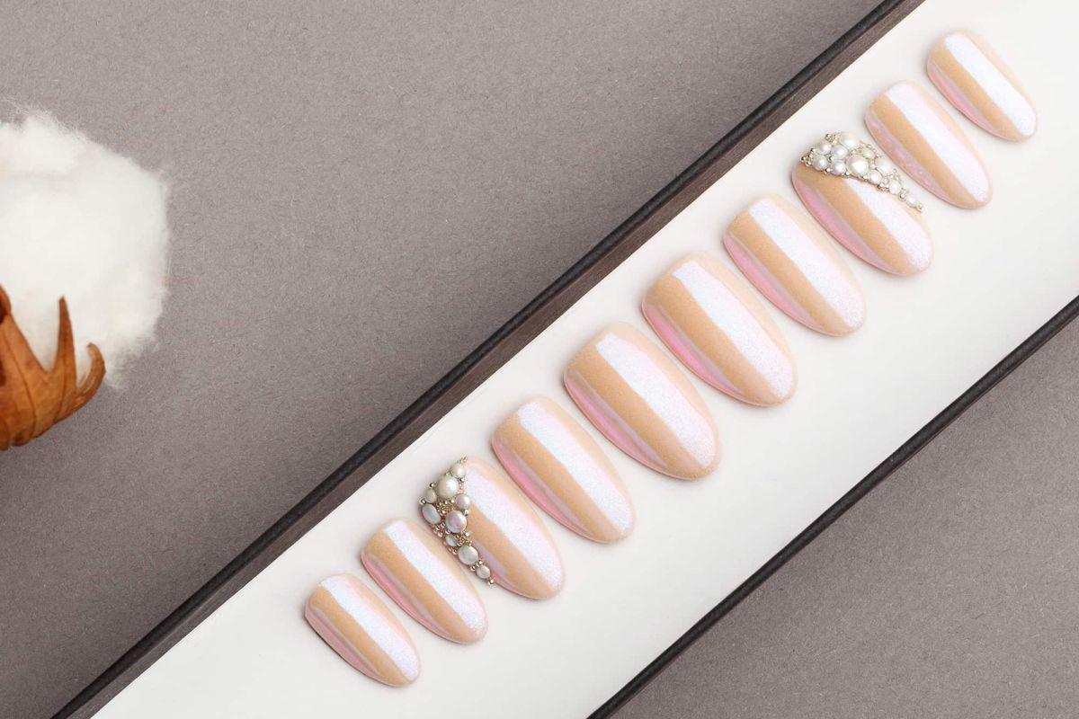 Pink Mirror Press on Nails with Pearls | Nude Nails | Hand painted Nail Art | Fake Nails | False Nails | Wedding nails | Manicure