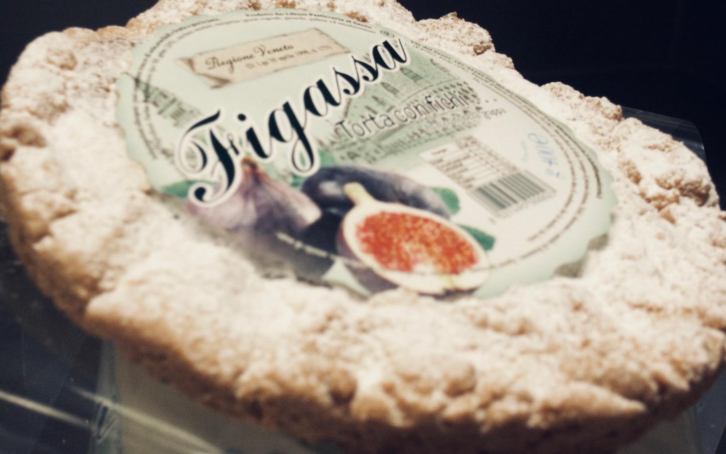 """""""Figassa"""" Torta di fichi freschi macerati in grappa di vinaccia di bassano del Grappa.Tipico dolce veneto con vista di Venezia. Tortina di origini veneziane"""