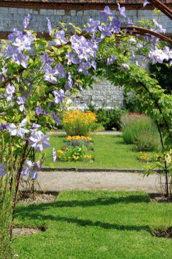 Chartreuse Neuville - arche fleurie