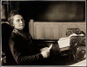 Portrett_av_Anna_Rogstad_på_Stortinget,_19._mars_1911