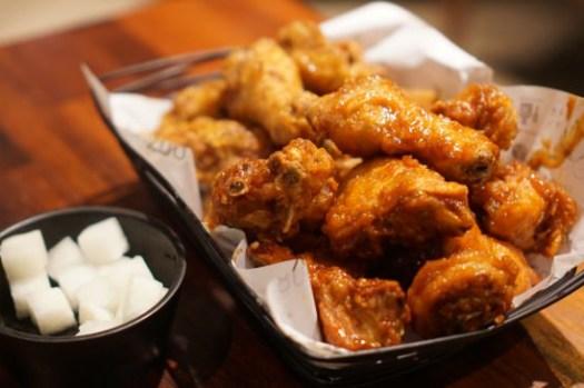 釜山美食|西面橋村炸雞교촌치킨,宵夜首選!衝店面直接吃了啊!