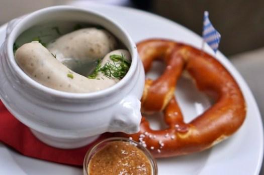 【慕尼黑咖啡廳】不接受訂位的Trachtenvogl,巴伐利亞早餐白香腸與紐結餅
