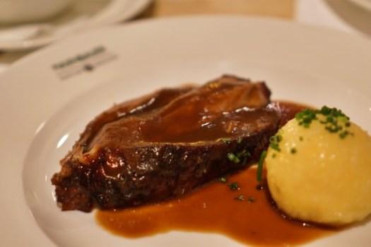 【慕尼黑美食】現烤豬腳排隊餐廳Haxnbauer訂位連結/豬腳/小牛肉