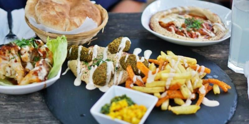 柏林美食 鷹嘴豆料理餐廳Kanaan,在花園沙灘上吃Falafel