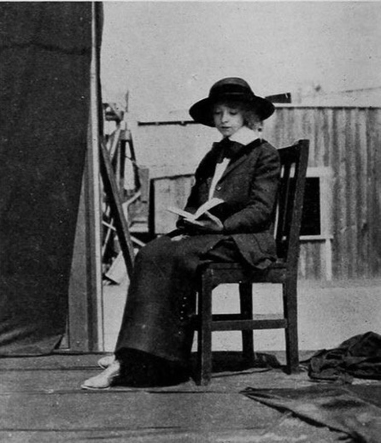 Miss Lillian Gish - On Set - Cca 1915
