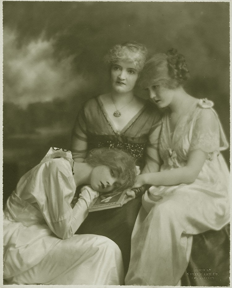 Lillian Gish, Dorothy and Mary Robinson McConnell (mother)