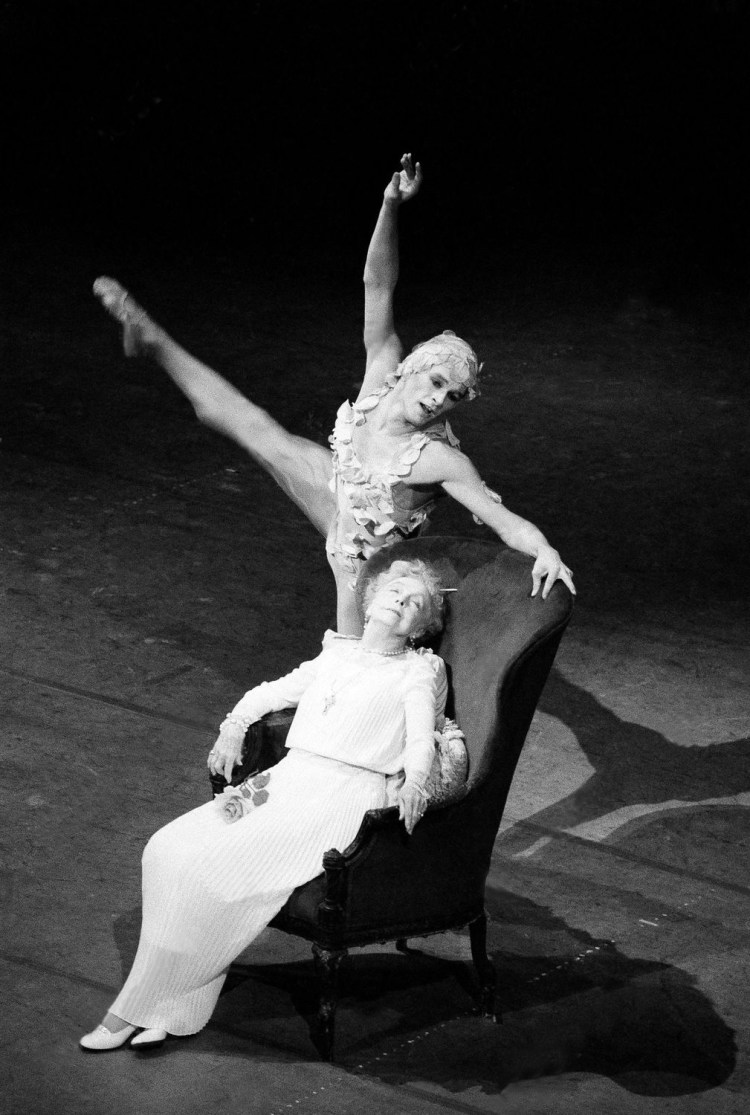 PARIS BALLET CENTENNIAL CELEBRATION Lillian Gish and Patrick Dupond of the Paris Ballet - Le Spectre de la Rose Sunday afternoon, at the New York Metropolitan May 14 1984