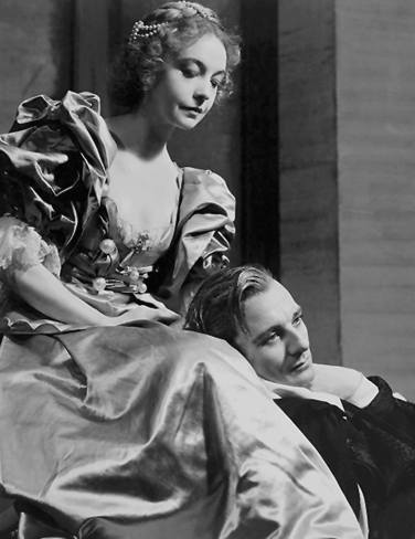 Lillian Gish as Ophelia and John Gielgud in Hamlet 1936