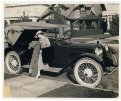 Lillian Gish - with Hupmobile car