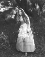 Hester Prynne - Lillian Gish in the Scarlet Letter 3
