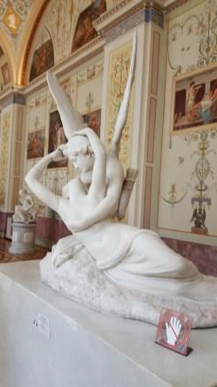 個人很喜歡這個雕像傳達的意境
