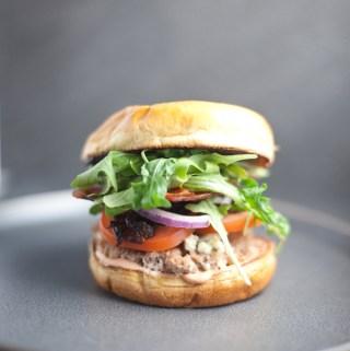 Blue Cheese and Fig Turkey Burger #healthy #macrofriendly #lillielovesmacros www.lillieeatsandtells.com