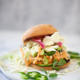 Try this easy and macro friendly buffalo chicken sandwich. www.lillieeatsandtells.com