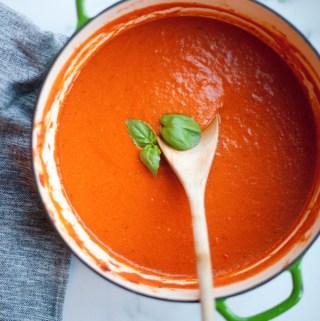 macro-friendly soup. www.lillieeatsandtells.com
