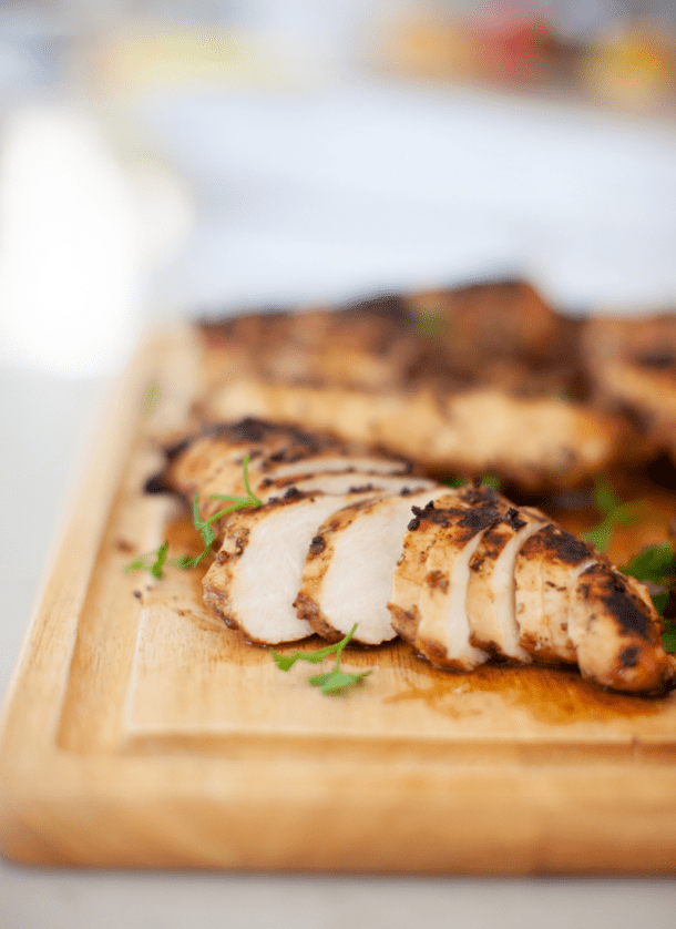 This grilled chicken is so flavorful and healthy. www.lillieatsandtells.com