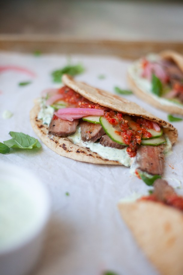 These steak and romesco sauce pitas are perfect for feeding a crowd! www.lillieeatsandtells.com