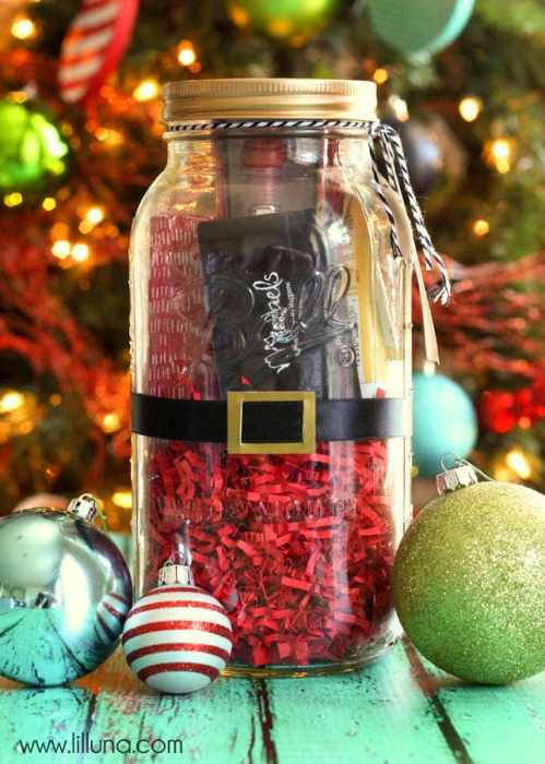 Super Cute and Simple Santa Jar Gift filled with favorite things - tutorial on { lilluna.com }