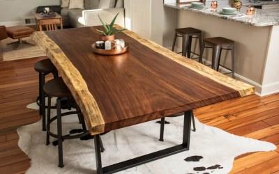 Table en bois brut, l'indémodable !
