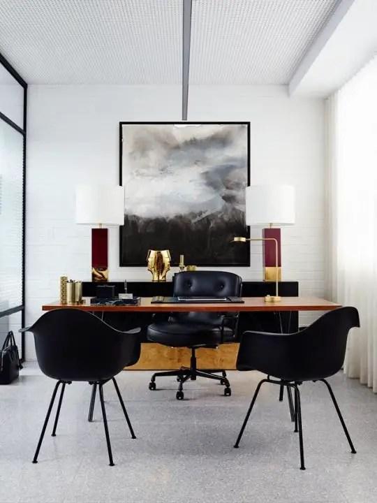 Un bureau de direction oscillant entre le moderne et le minimaliste