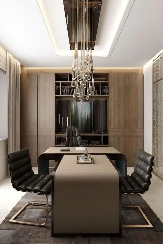 Un bureau très moderne avec des touches de bois et de cristaux